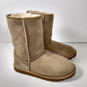 Vintage UGG Australia classic short 5825 boots 8